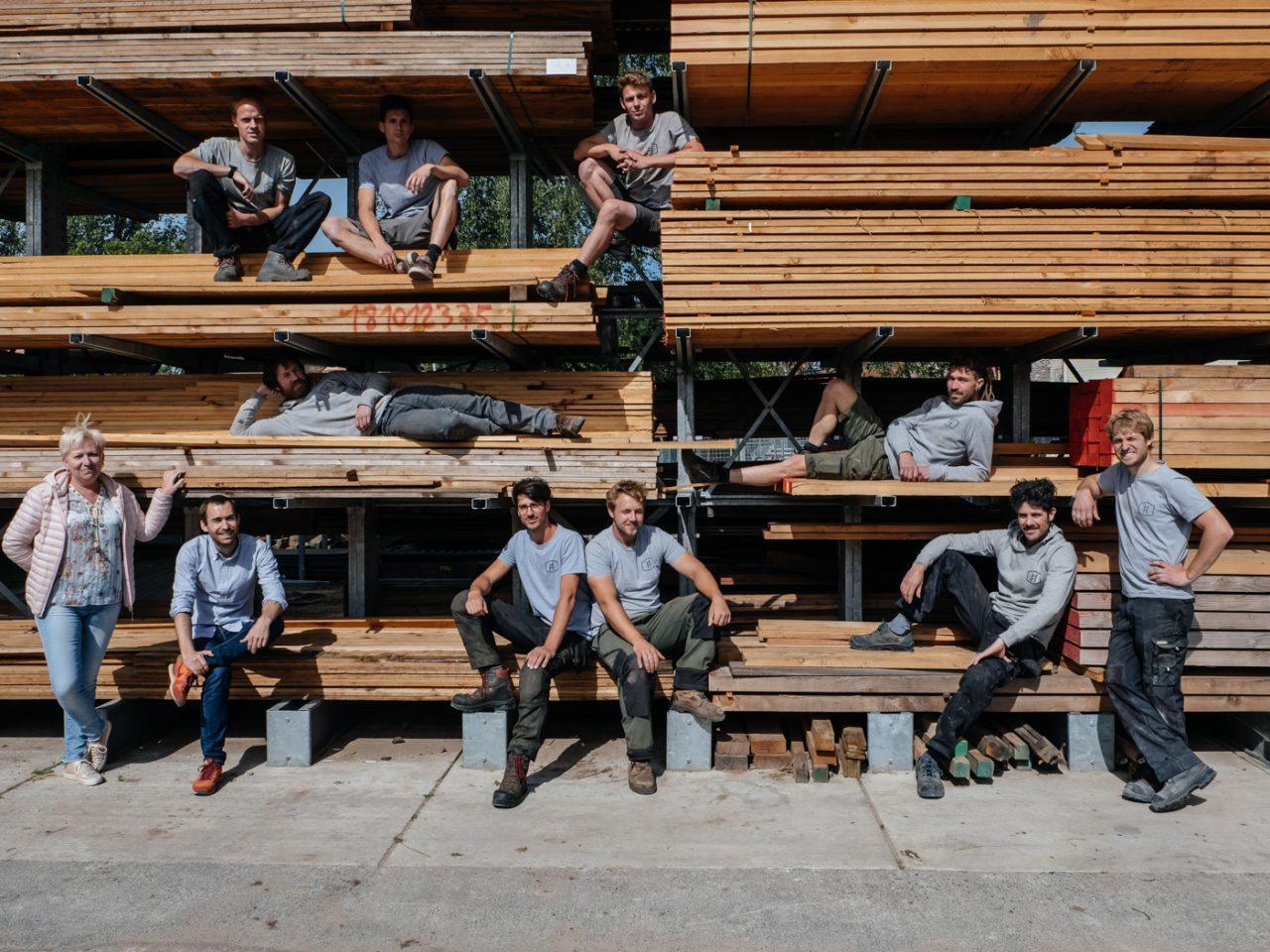 het team van ervaren boomhut bouwers