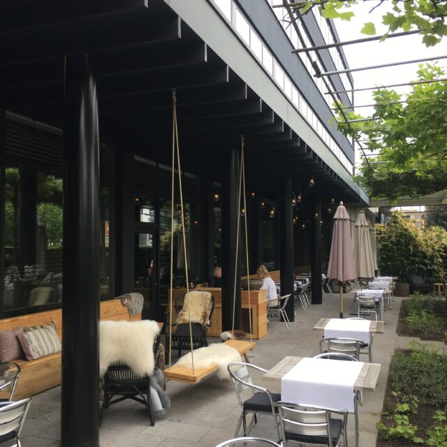 overdekt terras bij een restaurant
